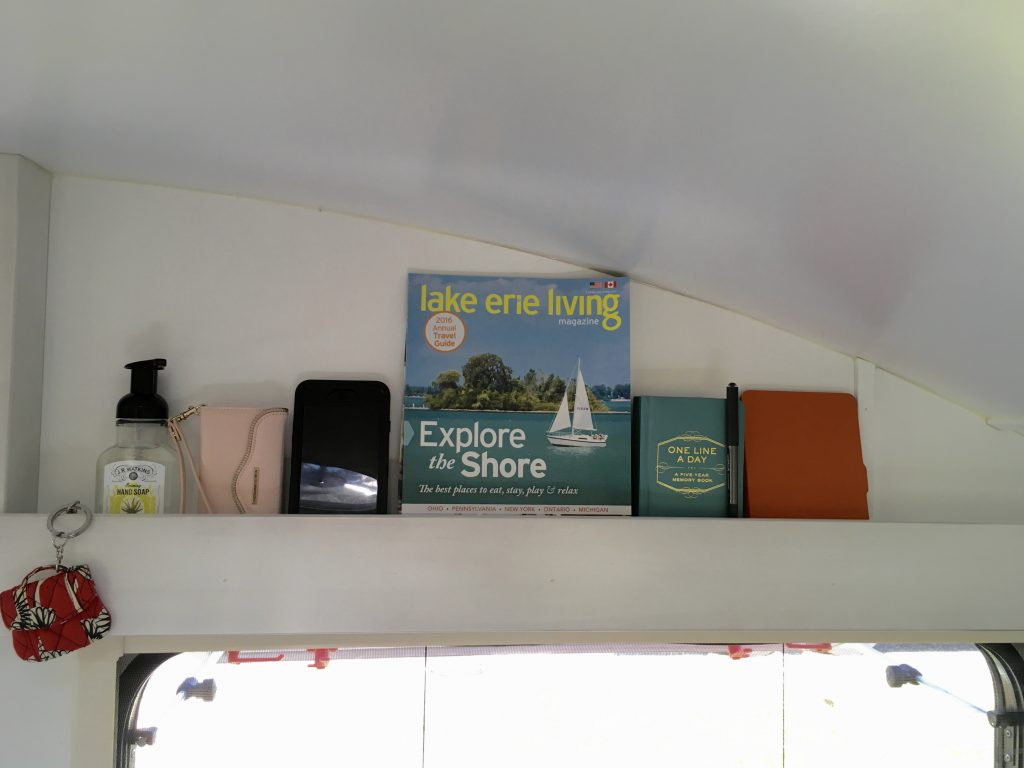 So handy! The ledges above both side portal windows are perfect for keeping small items, such as soap bottles, phones, magazines, and ebooks within easy reach.